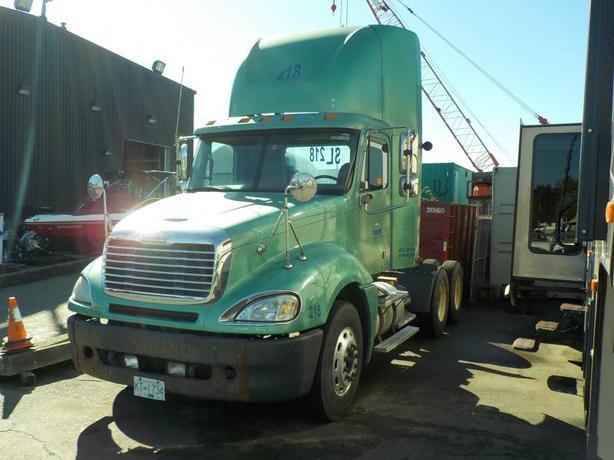 2007 Freightliner Columbia 120 Highway Tractor Day Cab Diesel