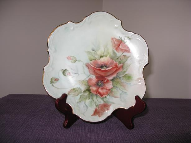 FLORAL DECORATIVE COLLECTIBLE PLATE