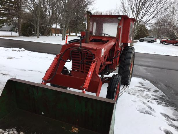 TRACTOR WITH CAB AND LOADER