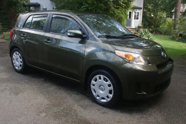 Toyota SCION Xd - low kms