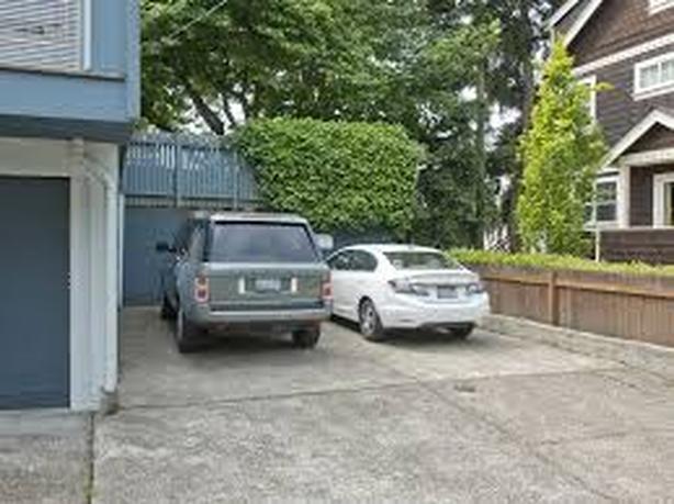 Steeles/Dufferin Outdoor Parking 647-779-6347