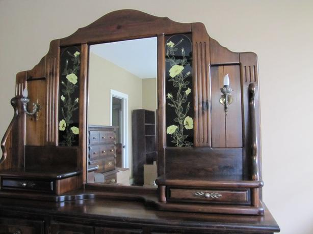 Dresser with mirrored hutch