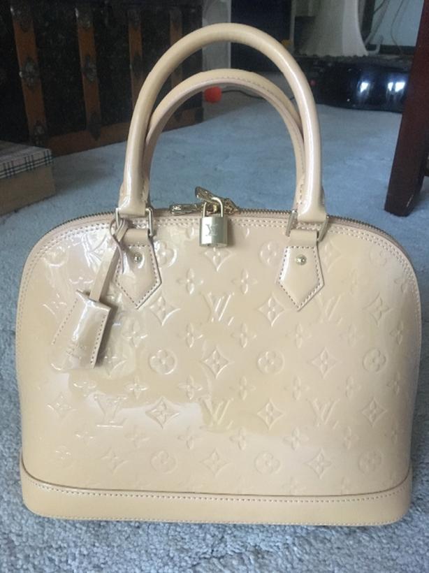 a27b92334d1a Louis Vuitton  Faux  Off White Pearl Vernis Monogram Alma PM Handbag ...