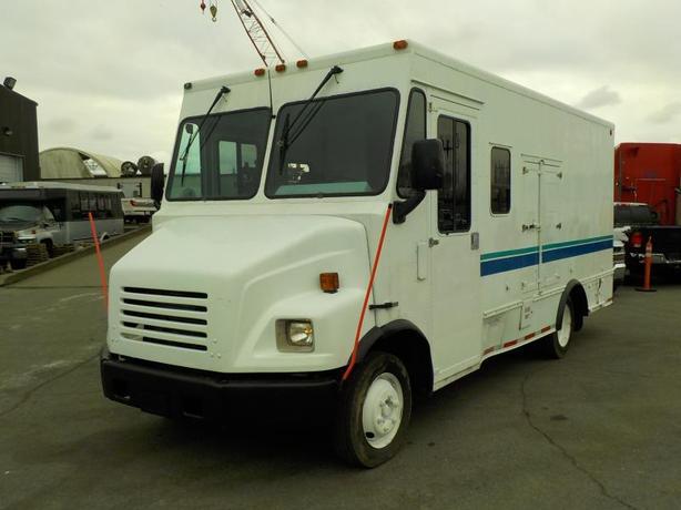 2003 Freightliner M-Line MT45 Utilimaster Walk-in Step Van 5 Passenger Cargo Van