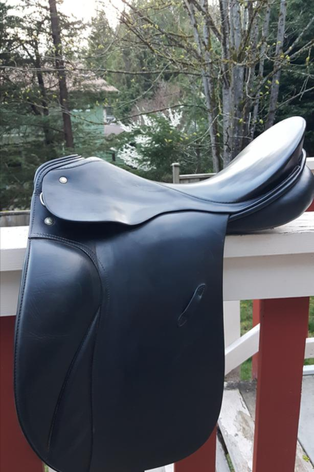 "NEGOTIABLE-BEAUTIFUL 17"" HANNOVER DRESSAGE SADDLE FOR SALE"
