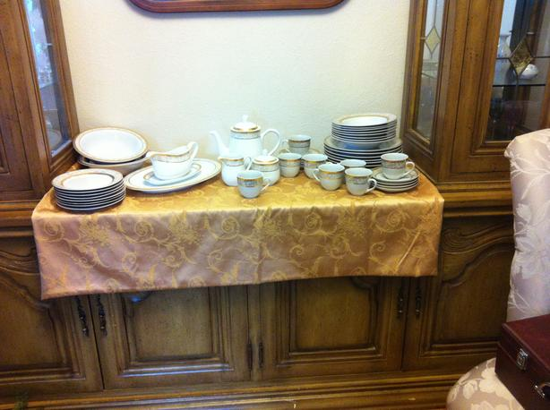 Porcelain Dinner Service