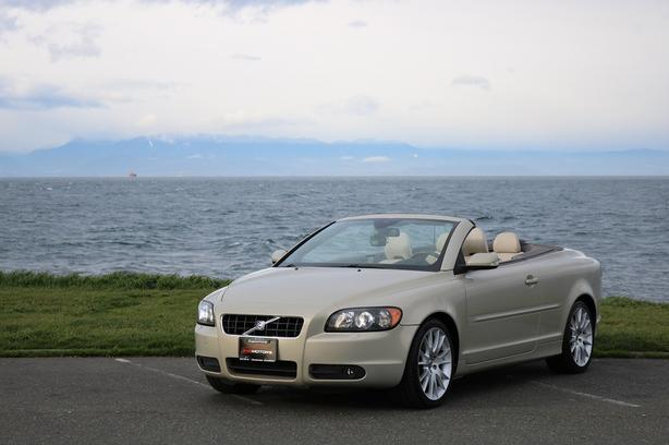 2007 Volvo C70 T5 Hardtop Convertible - LEATHER SEATS!