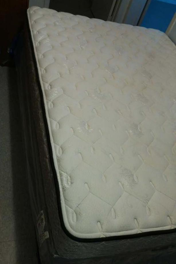 Double/full box spring& Sealy Mattress (Nearly NEW)