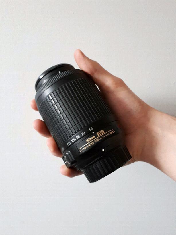 Nikon DX 55-200mm f/4-5.6G telephoto lens (Like new)