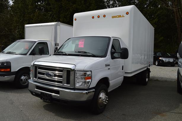 2012 Ford E-450 16' BOX / CLEAN / 104xxx Km's !