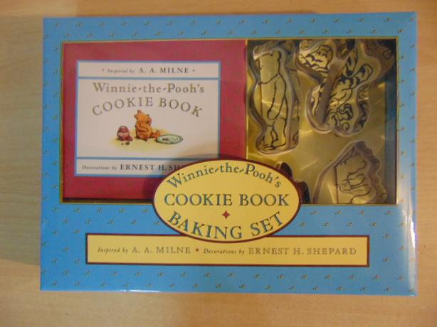 New In Box Winnie The Pooh Cookie Book Child Baking Set With Pooh Tiger Piglet