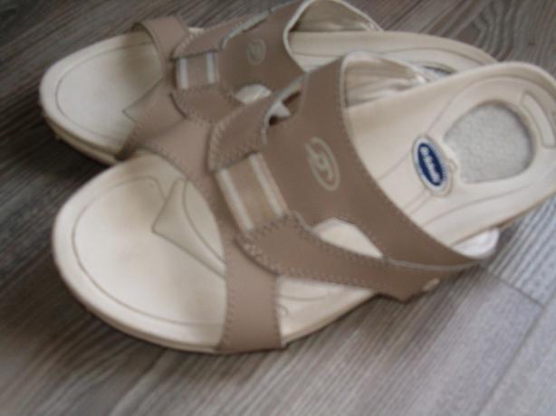 women sandal  dr scholls , size 6 -61/2 .