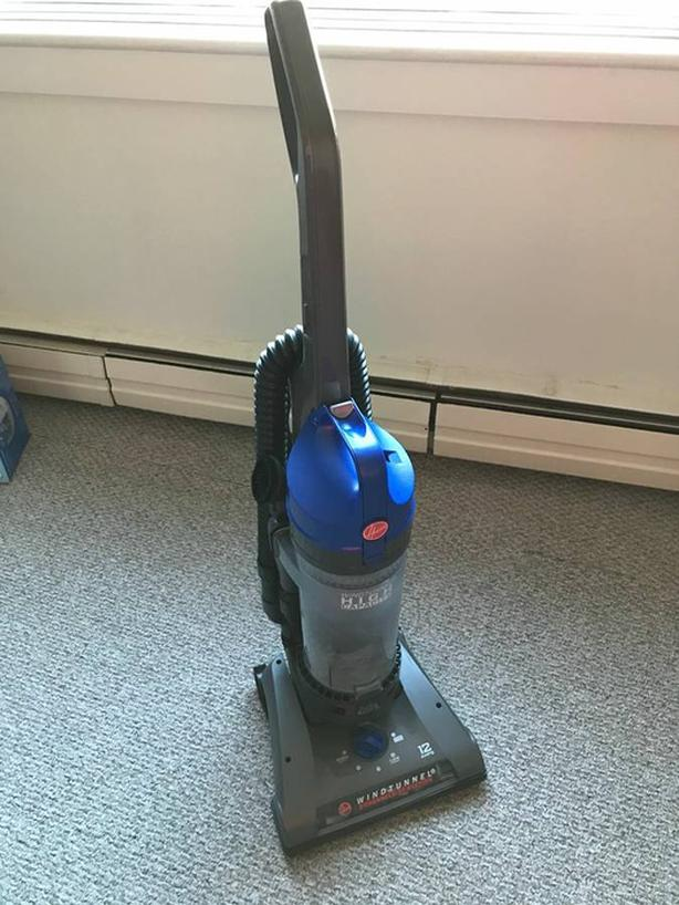 Vacuum Cleaner- Hoover- Windtunnel- 80 $