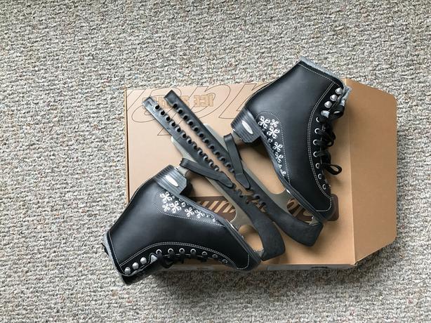 Aurora-Ice skates-Figure blade forWomen-70$