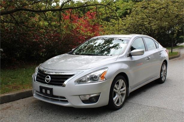 2013 Nissan Altima 3.5 SV  - Sunroof -  Bluetooth