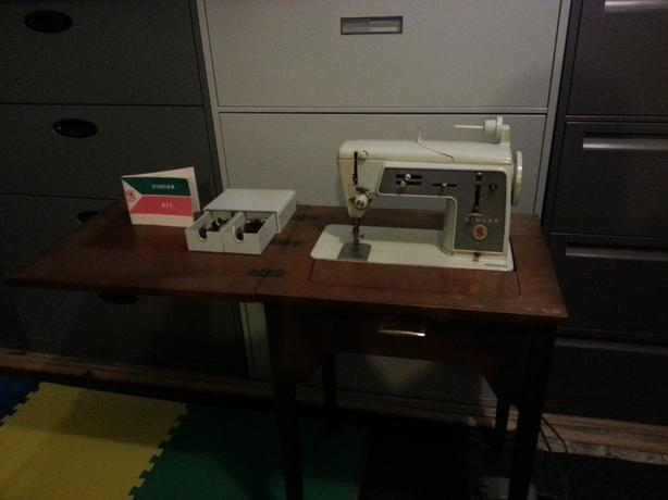 Singer 611 Sewing Machine