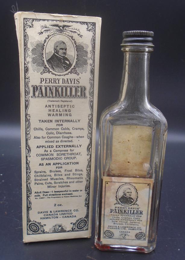 VINTAGE 1960's PERRY DAVIS PAINKILLER (2 oz.) PAPER LABEL BOTTLE