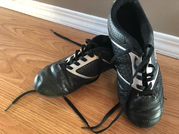 cd1cefb70 Rawlings size 3 Soccer Cleats Rural Regina