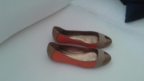 Size 6 1/2 Elie Tahari Flat Shoes
