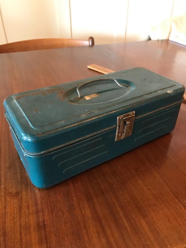 Vintage tool carry tin