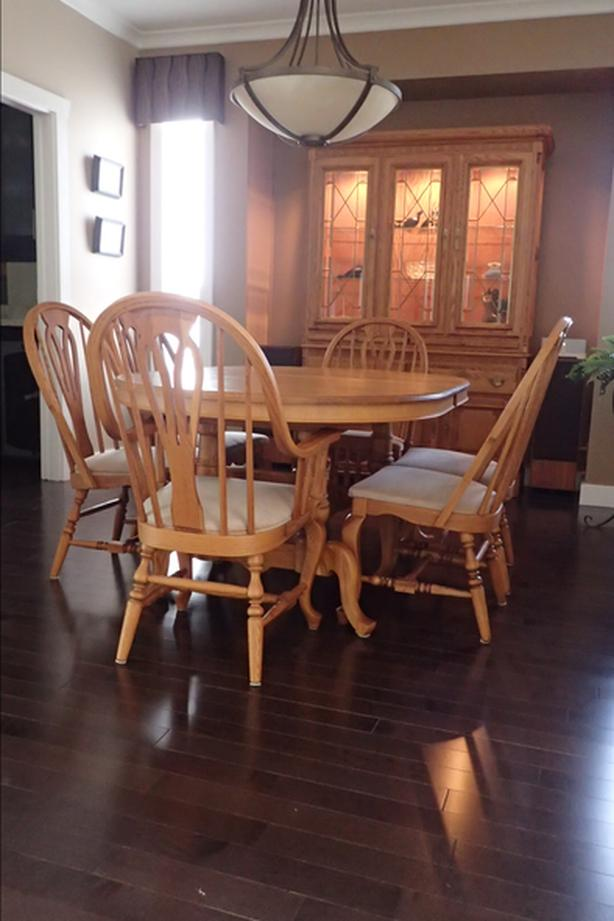Richardson Brothers Dining Room Suite