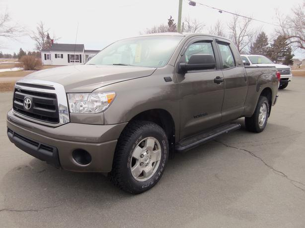 2010 TOYOTA TUNDRA SR-5 4X4 ONLY 162,000 KMS