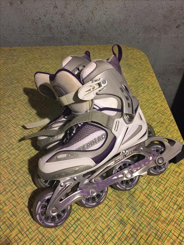 Ladies brand new Size 6 Skates