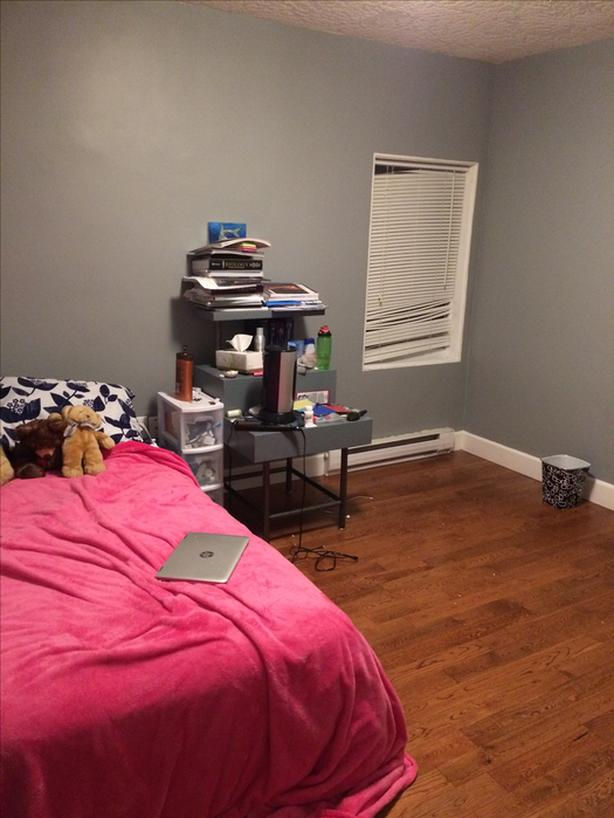 Roommate needed! 1 room available in 3 bedroom upstairs suite