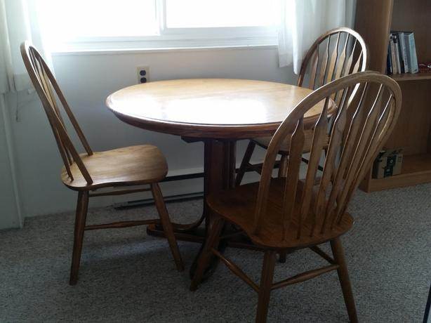 Round table with 3 chairs for sale (table extends - leaf built in)