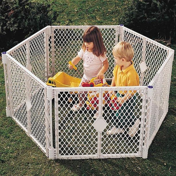 North States Superyard - Kid's play enclosure