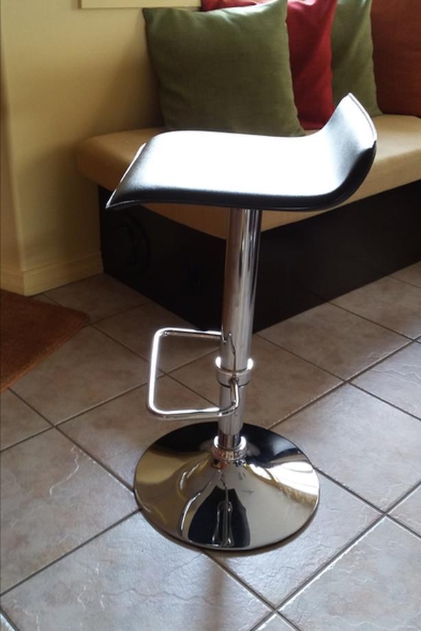 4 gas lift bar stools