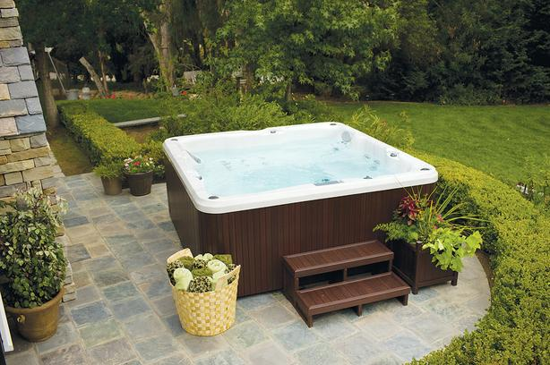 Simple no frills hot tub