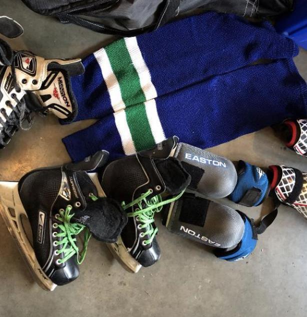 FREE: Men's hockey gear