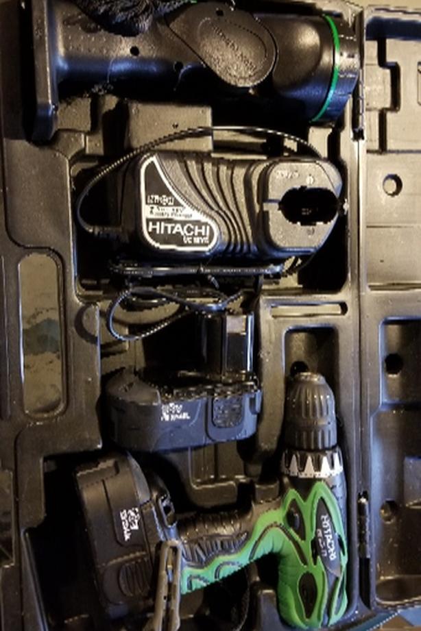 18v Hitachi power drill w/ batteries and flashlight