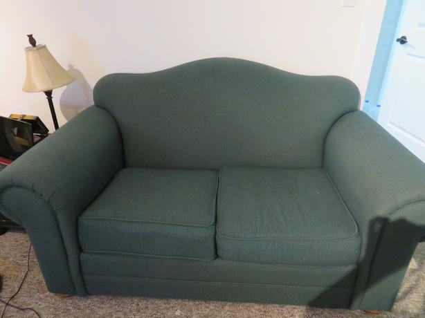 FREE TO GOOD NEW HOME......GREEN LOVESEAT