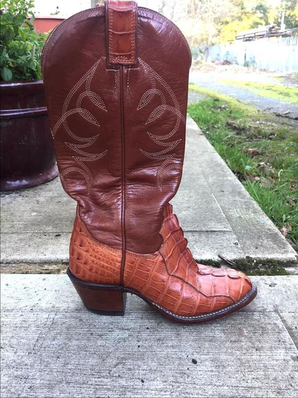 CUSTOM MADE WOMEN'S ALLIGATOR COWBOY BOOTS