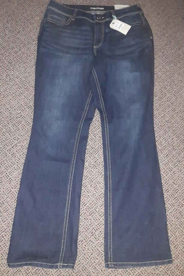 New ,Women's Size 16 boot cut jeans . Maurice brand