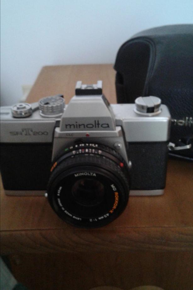 Minolta SR T 200  Camera