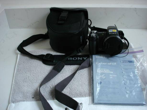 Sony Cyber-shot Camera with case
