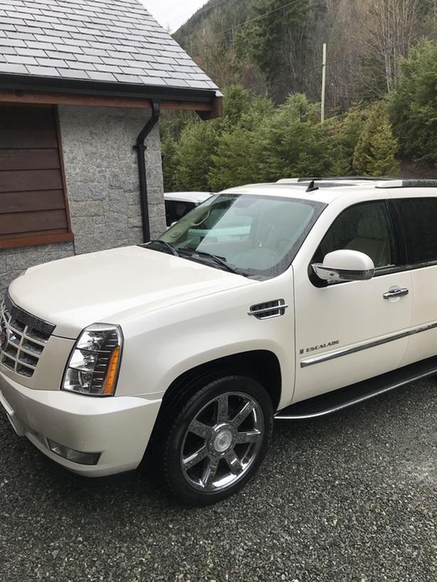 2007 Cadillac Escalade - Mint, AWD, Low kms, Nav, 22's, Loaded
