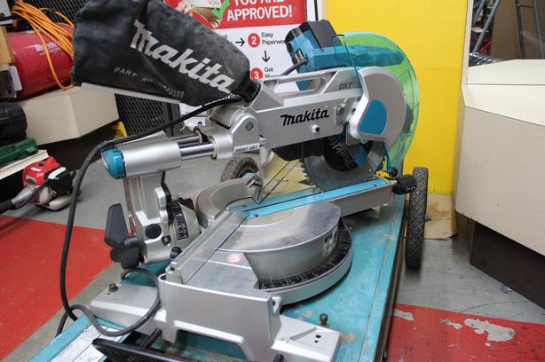 #157908-17 Makita LS1016 10 inch sliding compound miter saw w/ mobile stand