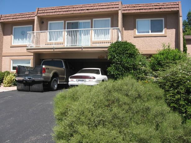Beautiful Home with large yard close to Mall, Amenities
