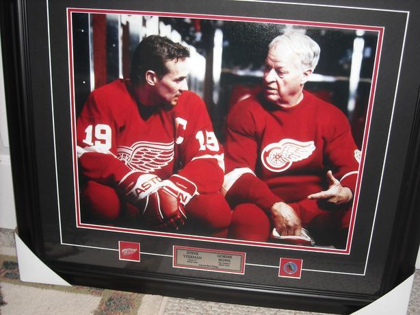 Hockey Picture: Gordie Howe and Steve Yzerman