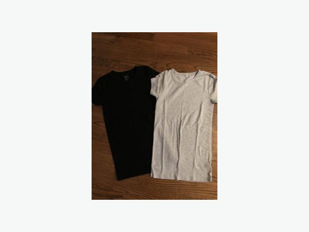 2 x LADIES SIZE X-SMALL GAP COTTON T-SHIRTS
