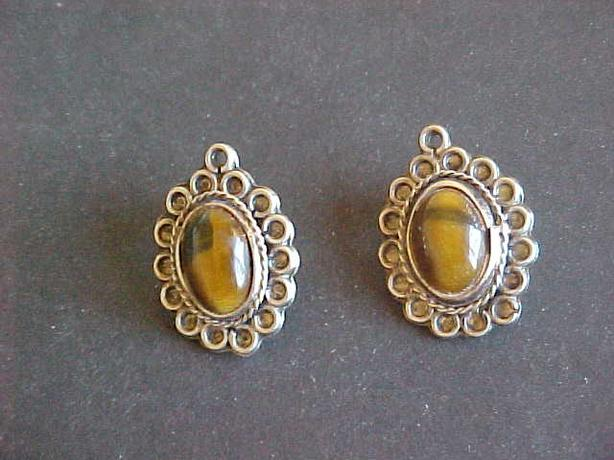 VINTAGE STERLING SILVER CATS EYE STUD EARRINGS