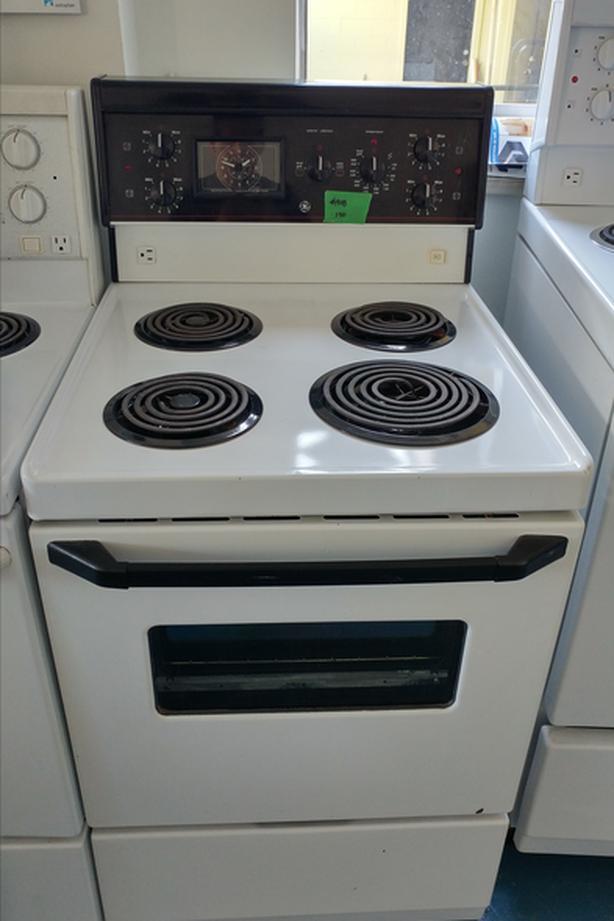 GE apartment size stove Victoria City, Victoria