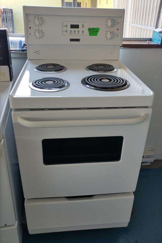 Frigidaire apartment size stove Victoria City, Victoria