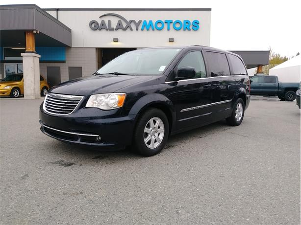 2011 Chrysler TOWN & COUNTRY TOURING - DVD Player, Sunroof, USB Port
