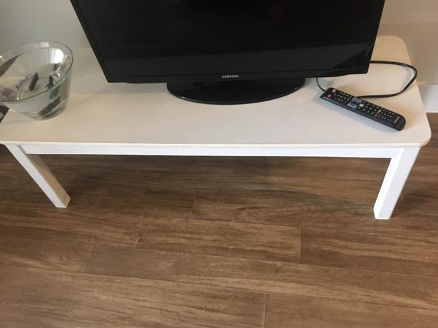 Chic WHITE WOOD Coffee Table