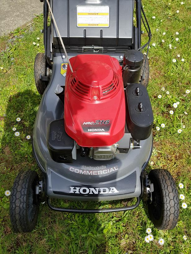 HONDA COMMERCIAL LAWN MOWER